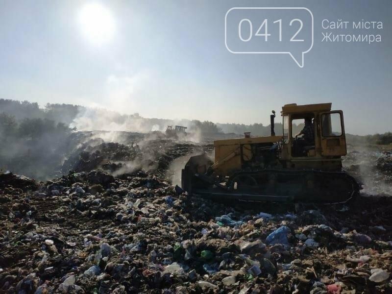 Вогонь будь-яку мить міг перекинутися на ліс: В Овручі загорілося сміттєзвалище площею 400 кв.м., фото-3