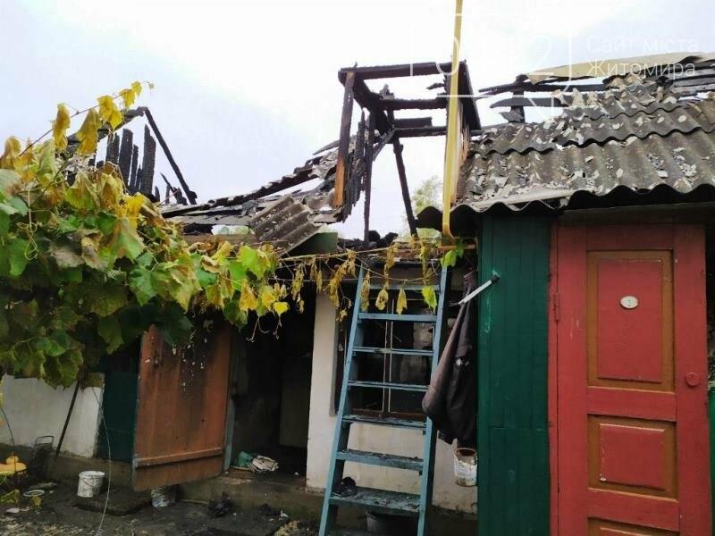 У селищі Ємільчине під час гасіння бані рятувальники запобігли масштабній пожежі, фото-3