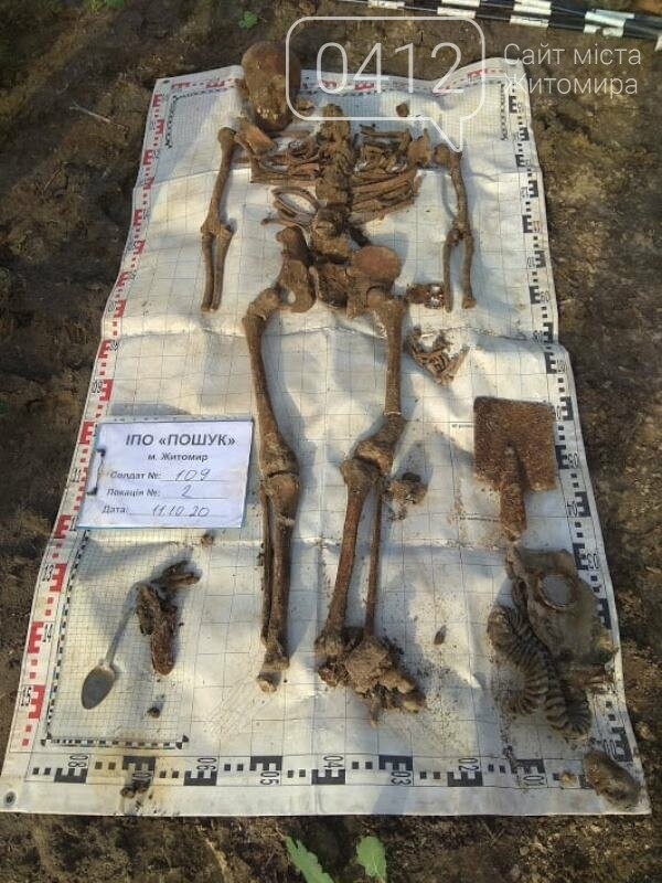 У Коростенському районі пошуківці знайшли останки трьох воїнів РСЧА, які загинули в серпні 1941-го, фото-12