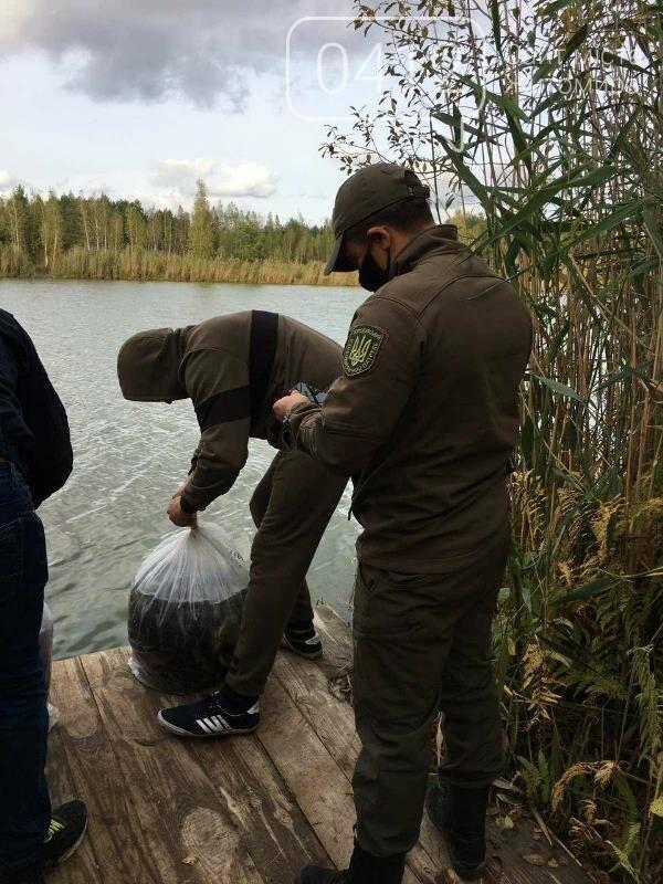 На Житомирщині у водойму поблизу села вселили 2,4 тис молодої риби. ФОТО, фото-2