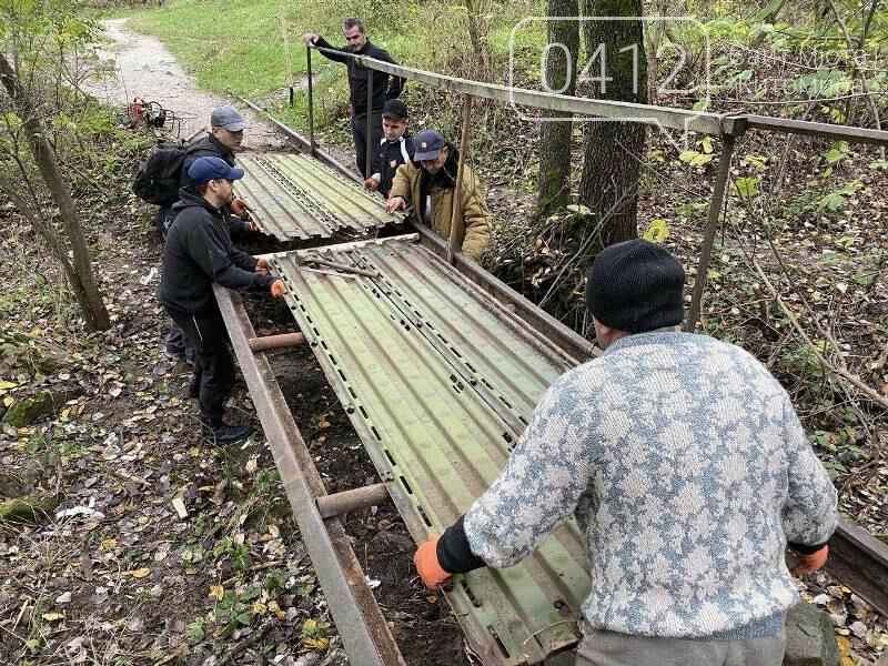 Толока біля річки Кам'янки: як активісти в Житомирі місток ремонтували. ФОТО, фото-6