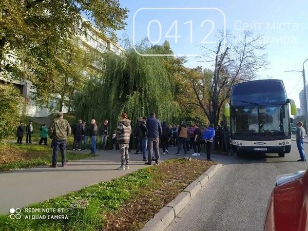 Поліція затримала 130 мешканців Житомирщини, які прибули до Києва на проплачене голосування, фото-2