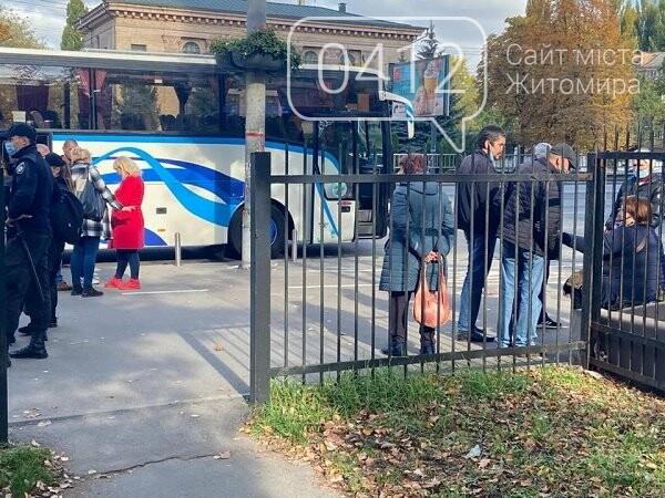 Поліція затримала 130 мешканців Житомирщини, які прибули до Києва на проплачене голосування, фото-3