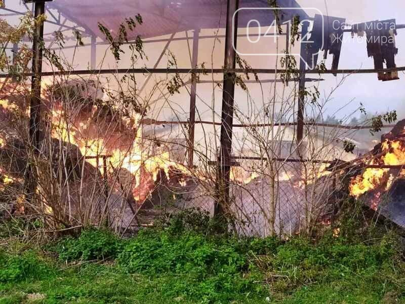 У Любарському районі вогнеборці ліквідували загоряння сінника, фото-1