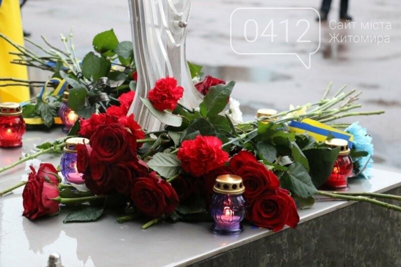 Сьома річниця Дня Гідності та Свободи: житомиряни вшановують своїх Героїв. ФОТО, фото-13