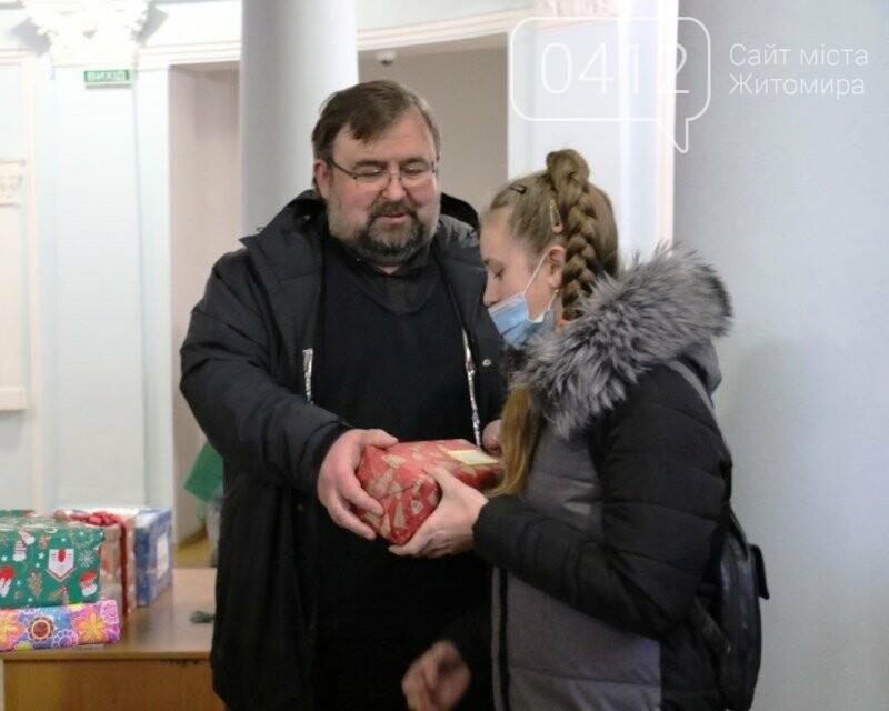 У Житомирі відбулася соціальна акція «Різдво в коробці», фото-5