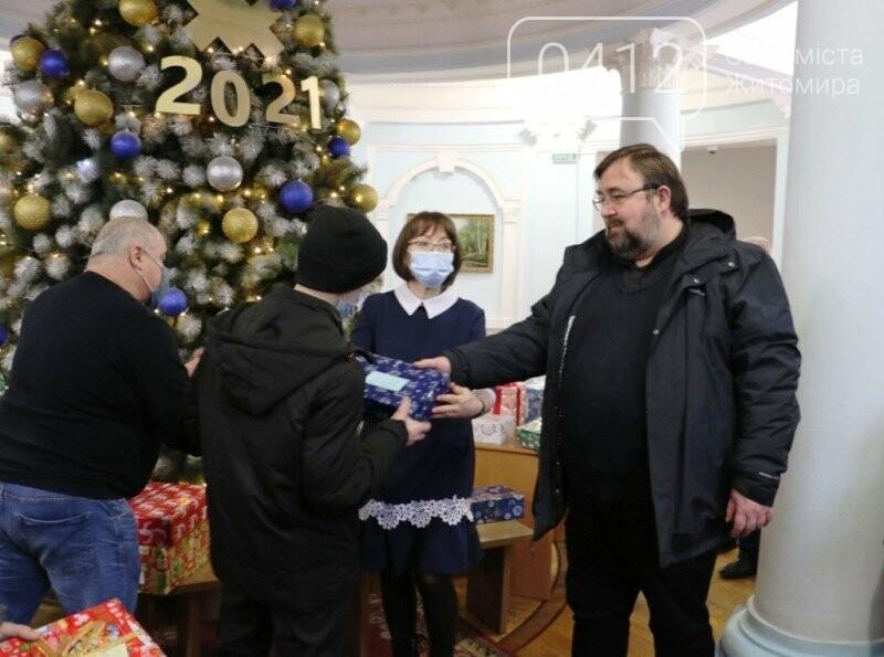 У Житомирі відбулася соціальна акція «Різдво в коробці», фото-6