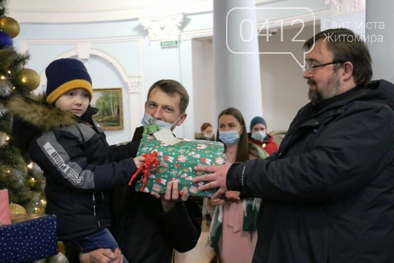 У Житомирі відбулася соціальна акція «Різдво в коробці», фото-7