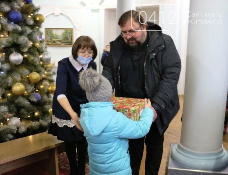 У Житомирі відбулася соціальна акція «Різдво в коробці», фото-8