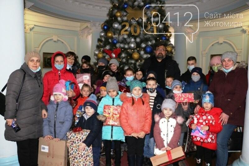 У Житомирі відбулася соціальна акція «Різдво в коробці», фото-1