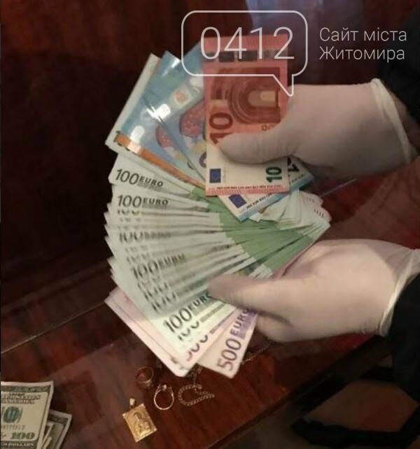 Мішки з товаром на мільйон: на Житомирщині військовий збував наркотики в зону ООС, фото-1