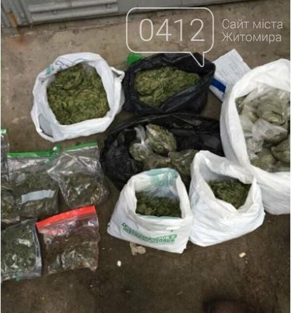 Мішки з товаром на мільйон: на Житомирщині військовий збував наркотики в зону ООС, фото-2