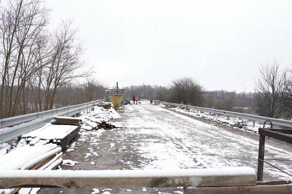 Громада на Житомирщині стурбована тим, що здача мосту в експлуатацію відтерміновується, фото-1