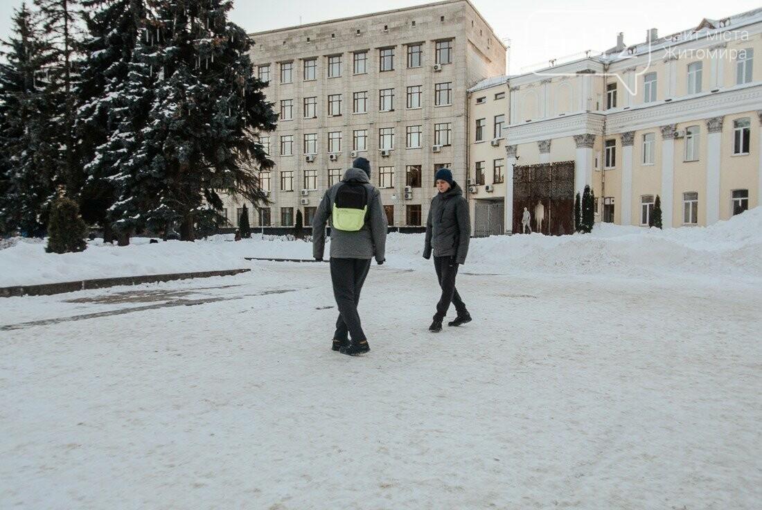 У ритмі зимового міста: колорит засніжених вулиць Житомира. ФОТО, фото-6