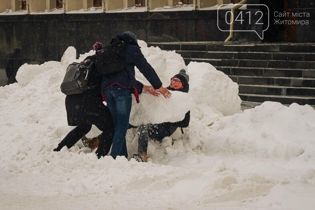 У ритмі зимового міста: колорит засніжених вулиць Житомира. ФОТО, фото-7