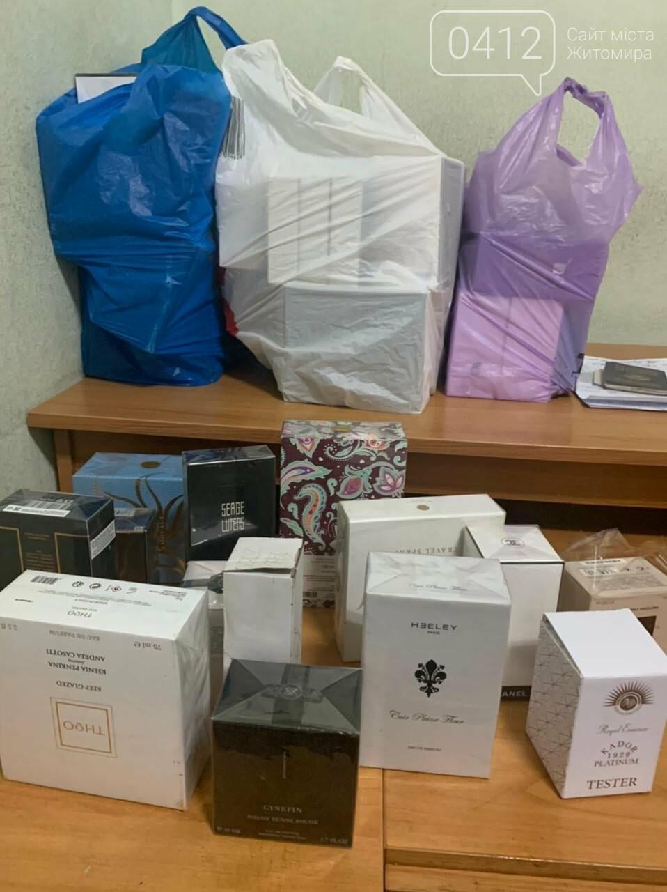 Не пахне ні парфумами, ні автомобілем: у пункті пропуску «Нові Яриловичі» виявили контрабандні парфуми іноземних брендів, фото-2
