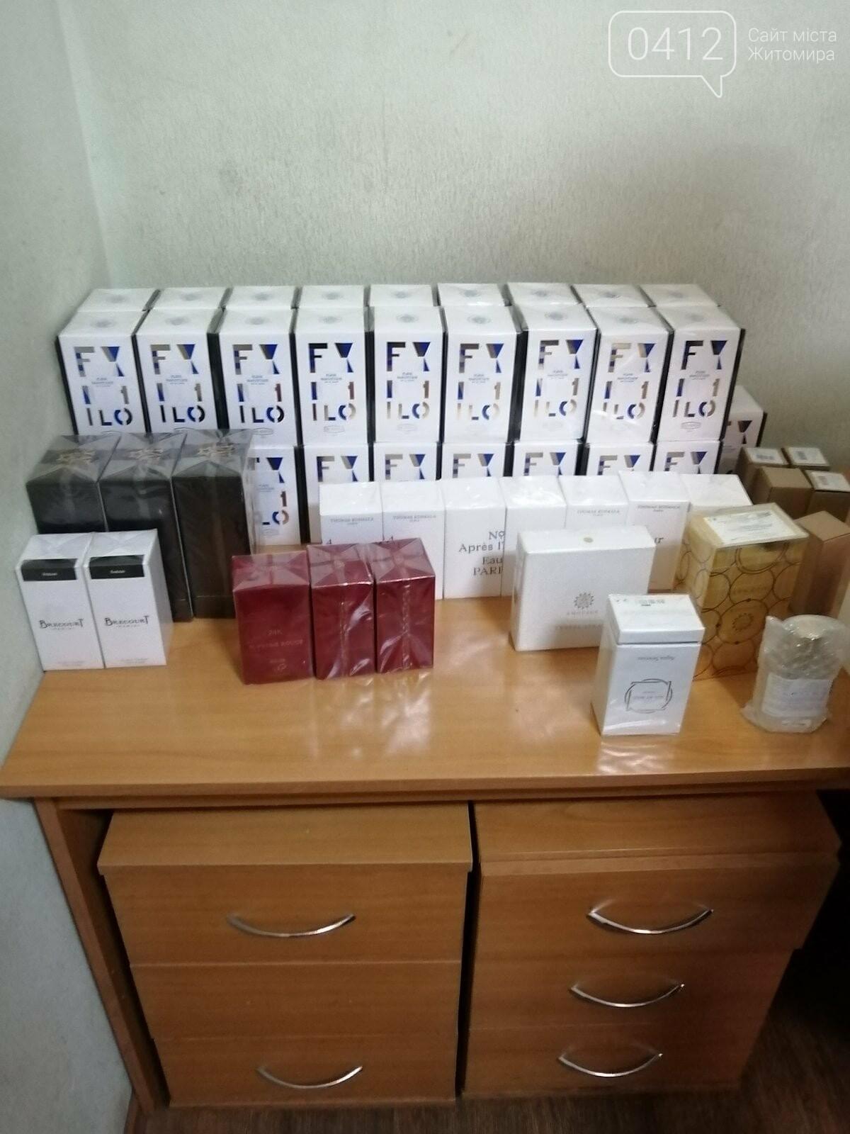 Не пахне ні парфумами, ні автомобілем: у пункті пропуску «Нові Яриловичі» виявили контрабандні парфуми іноземних брендів, фото-5