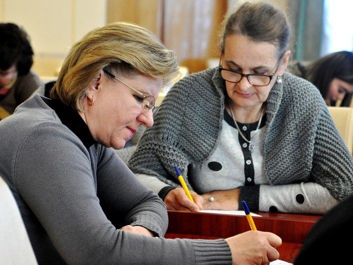 Працівники Житомирської облдержадміністрації написали радіодиктант національної єдності, фото-3