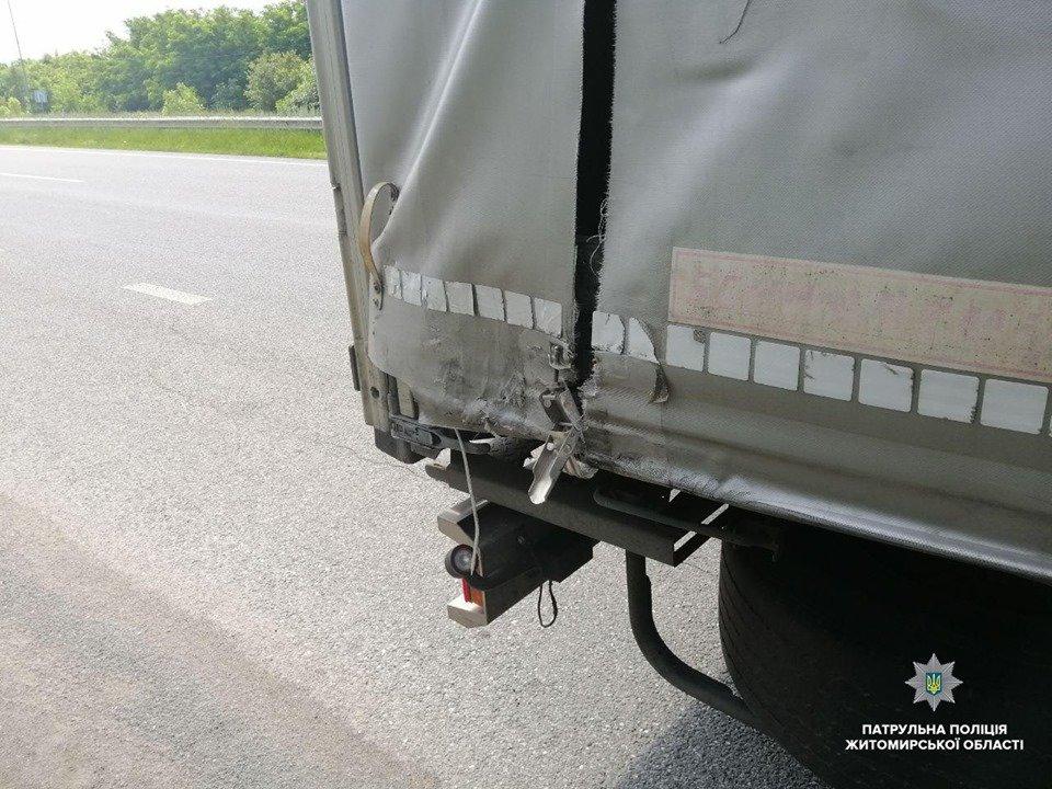 П'яний та без прав. На Житомирщині водій на вантажівці скоїв ДТП та втік, фото-4