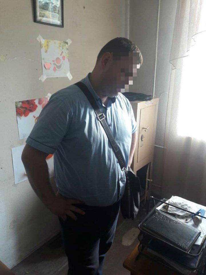 Житомирського слідчого затримано за хабар, фото-3