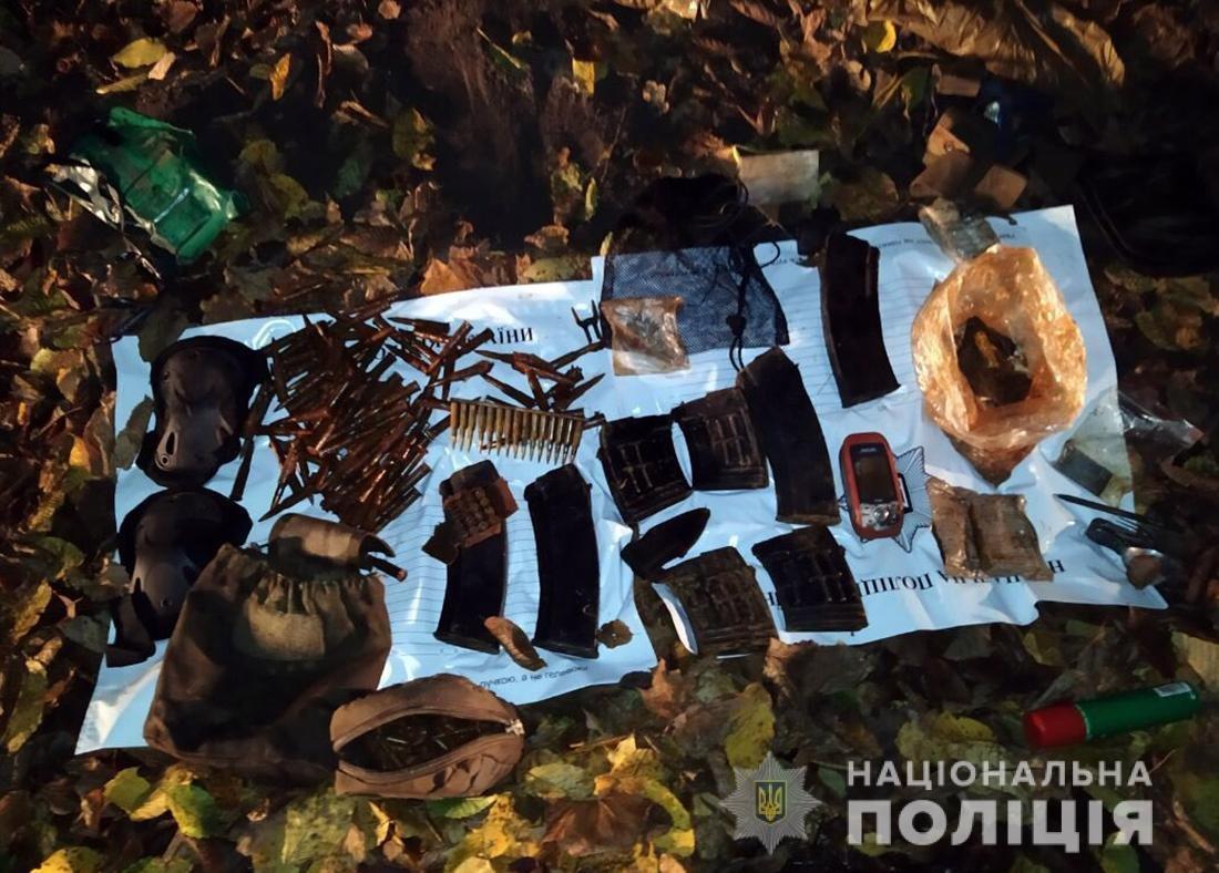 Під Житомиром правоохоронці вилучили боєприпаси зі сховища, фото-2