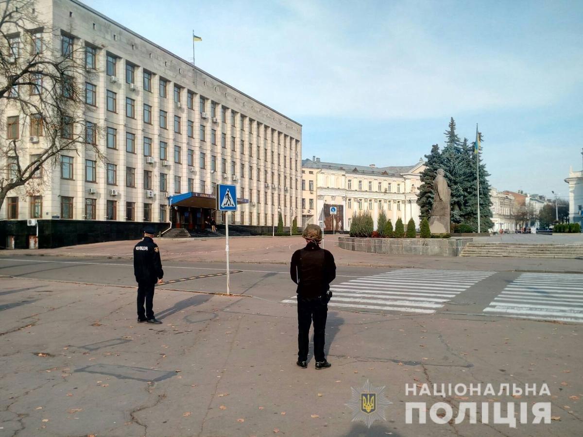 Екстренні служби Житомира шукають вибухівку біля приміщення ОДА. Оновлено, фото-2