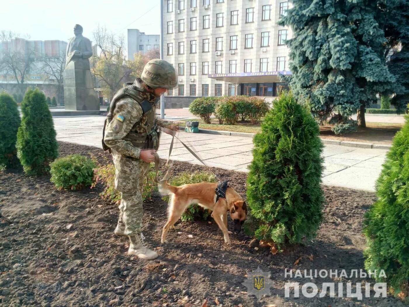 Екстренні служби Житомира шукають вибухівку біля приміщення ОДА. Оновлено, фото-3