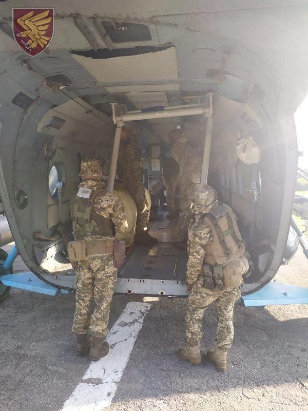 Десантники 95-ої бригади відпрацювали злагоджені дії висадки із вертольоту Мі-8. ФОТО, фото-9