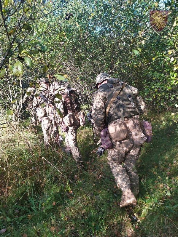 Десантники 95-ої бригади відпрацювали злагоджені дії висадки із вертольоту Мі-8. ФОТО, фото-2