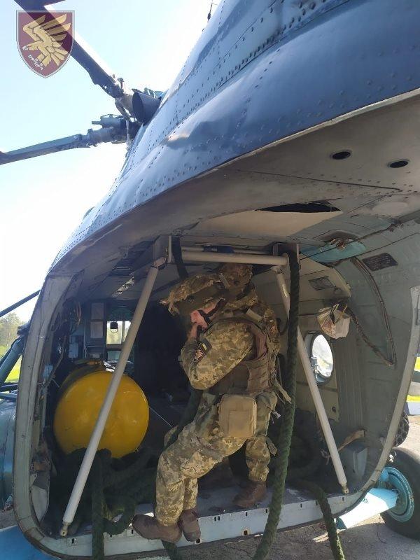 Десантники 95-ої бригади відпрацювали злагоджені дії висадки із вертольоту Мі-8. ФОТО, фото-3