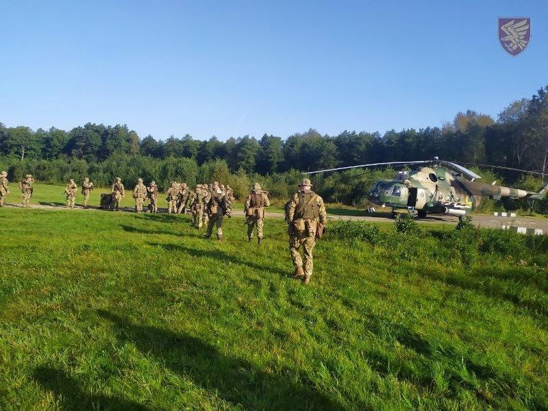 Десантники 95-ої бригади відпрацювали злагоджені дії висадки із вертольоту Мі-8. ФОТО, фото-6