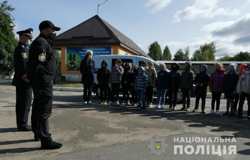 До житомирських поліцейських кінологів в гості завітали школярі, фото-1