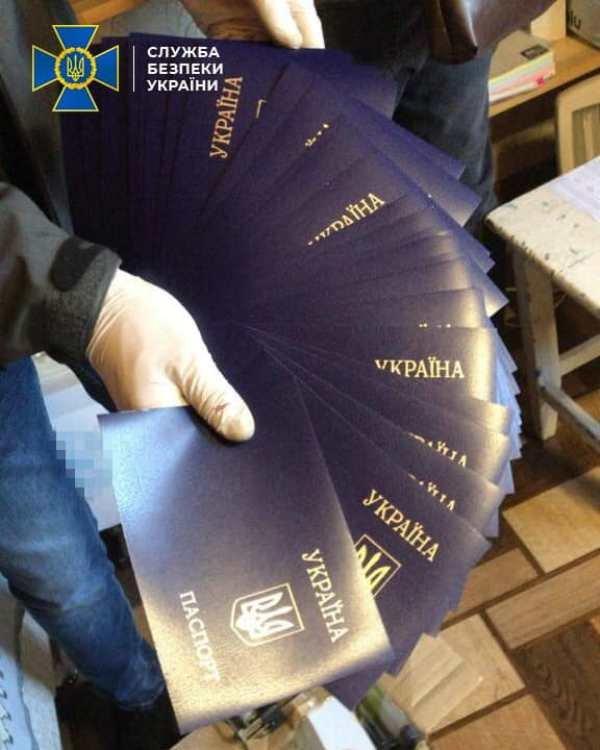 СБУ Житомирщини викрила міжрегіональну групу, що підробляла документи державного зразка, фото-3