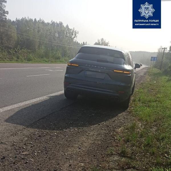136 км/год замість дозволених 50: На Житомирщині водій Porsche перевищив швидкість в декілька разів, фото-1