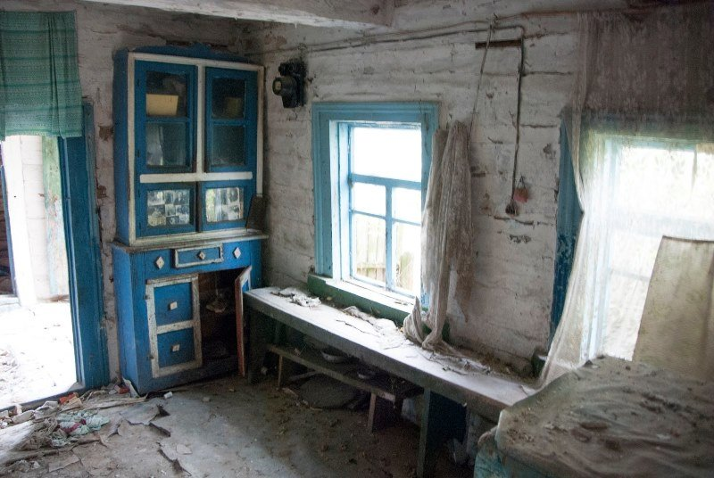 Зазирнути всередину закинутої хати: атмосферні світлини дослідника, зроблені в селі на Житомирщині, фото-2