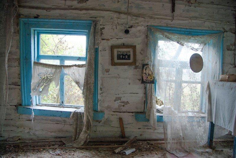 Зазирнути всередину закинутої хати: атмосферні світлини дослідника, зроблені в селі на Житомирщині, фото-4