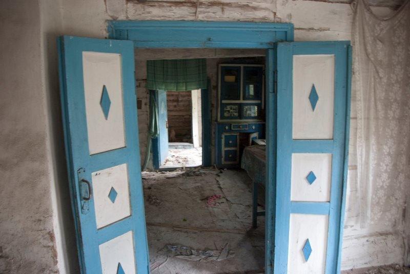 Зазирнути всередину закинутої хати: атмосферні світлини дослідника, зроблені в селі на Житомирщині, фото-5