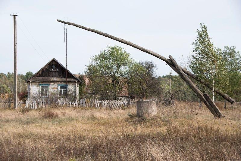 Зазирнути всередину закинутої хати: атмосферні світлини дослідника, зроблені в селі на Житомирщині, фото-6