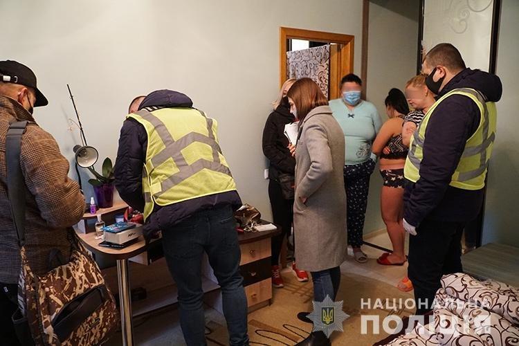 У Тернополі викрили будинок розпусти, де працювали дівчата з Житомирщини, фото-1